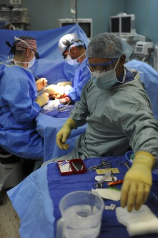 adult-doctors-gloves-263337
